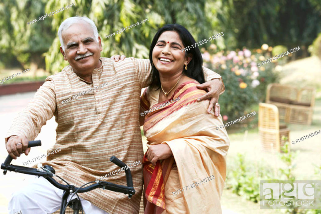Imagen: Portrait of a mature couple smiling.