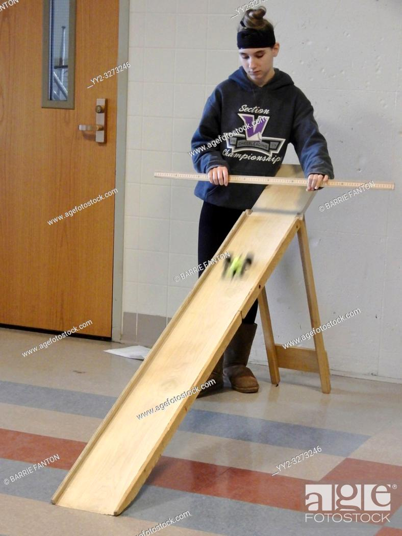 Imagen: 8th Grade Girl Testing Model Car, Forces and Motion Science Unit, Wellsville, New York, USA.