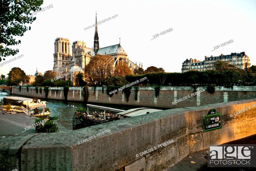 Stock Photo: View of Notre Dame and Seine River, Paris, France.