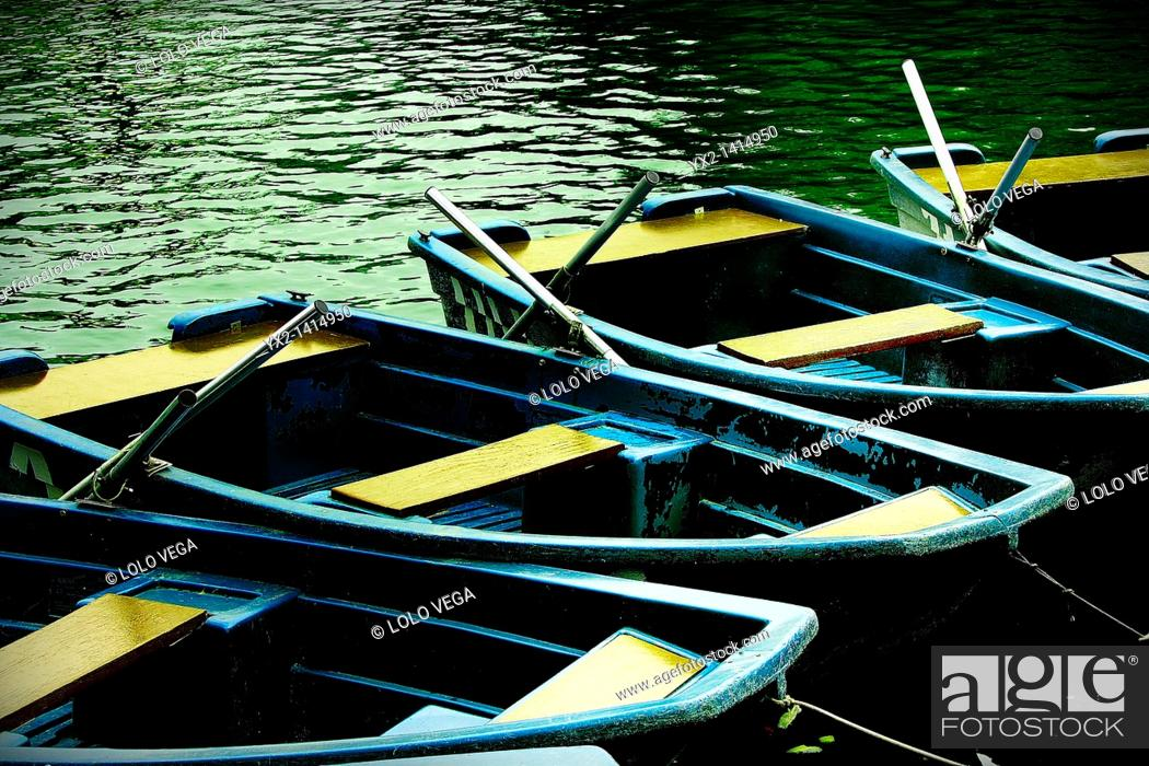 Stock Photo: Boats on lake, Parc de la Ciutadella, Barcelona, Catalonia, Spain.