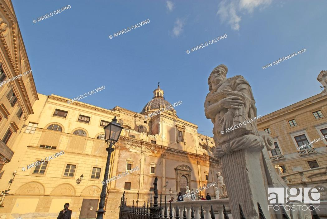 Stock Photo: Fontana Pretoria on Piazza Pretoria. Work of the Florentine sculptor Francesco Camilliani. Palermo, Sicily, Italy.