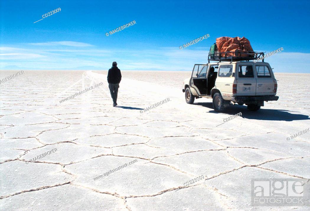 Stock Photo: Salar de Uyuni (salt desert at 4000m.), Bolivia.