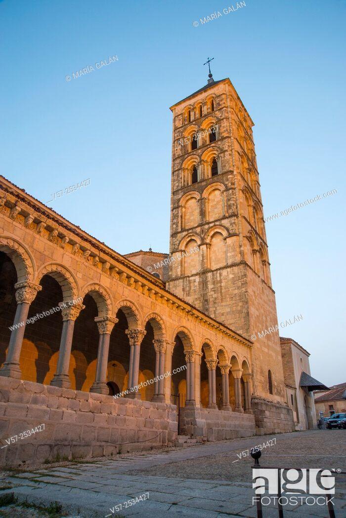 Imagen: San Esteban church at dusk. Segovia, Spain.