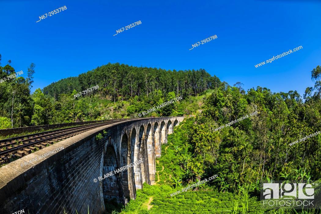 Stock Photo: Nine Arch Railway Bridge, Demodara, Ambagollapathana near Ella, Uva Province, Sri Lanka.