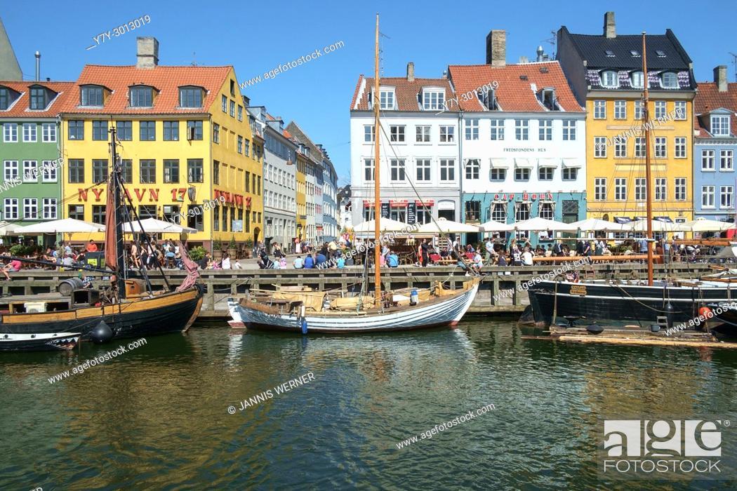 Imagen: Impressions from the historic harbor district of Nyhavn in Copenhagen, Denmark.