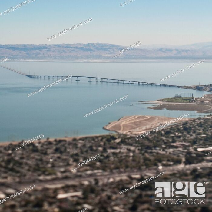 Imagen: San Francisco Bay and Suburbia.