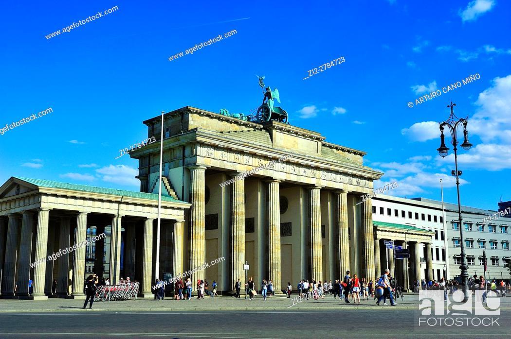 Imagen: The Brandenburg Gate, XVIIIth century, by Carl Gotthard Langhans. Berlin, Germany.