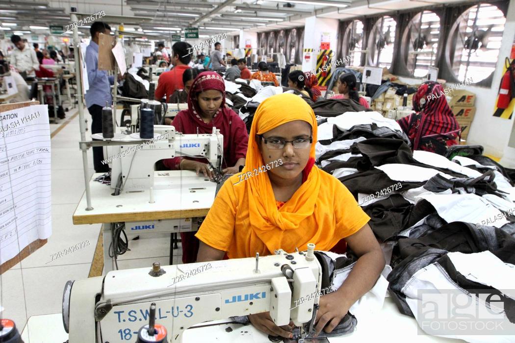 BANGLADESH, Dhaka : Bangladeshi woman works in a garments