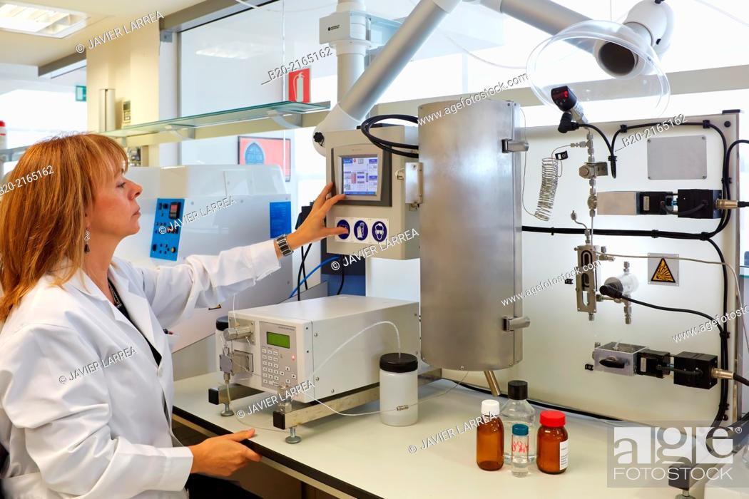 Stock Photo: Unimicrocanal cylindrical microreactor to reactions and processes in conditions of pressure and temperature in the liquid phase. Organic Laboratory.