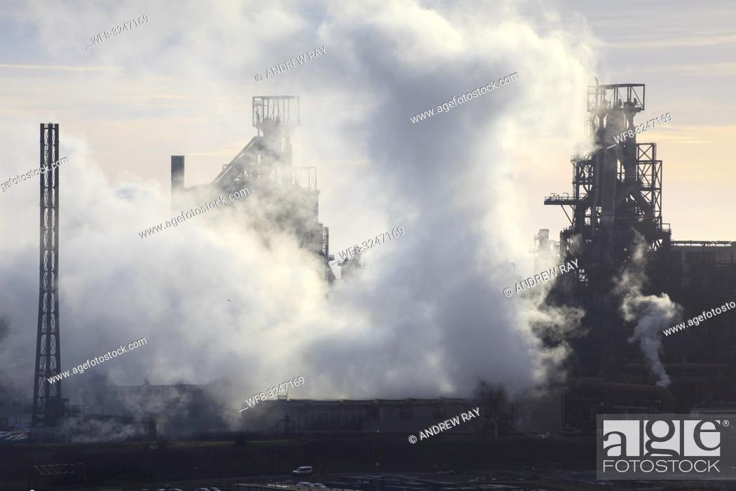 Imagen: The Tata Steelworks at Port Talbot, in South Wales, captured from an inland section of the Wales Coast Path on an evening in mid February.