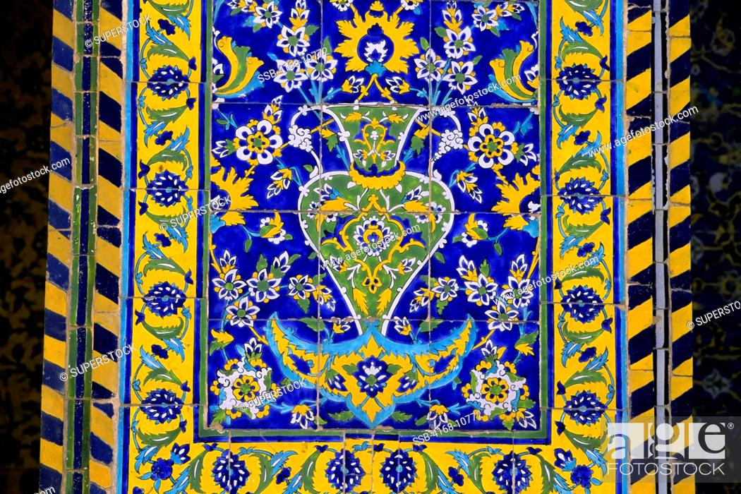 Imagen: Iran, Esfahan, Eman Khomeni Square, Imam Masjed-E Emam Mosque, Tilework, Detail.