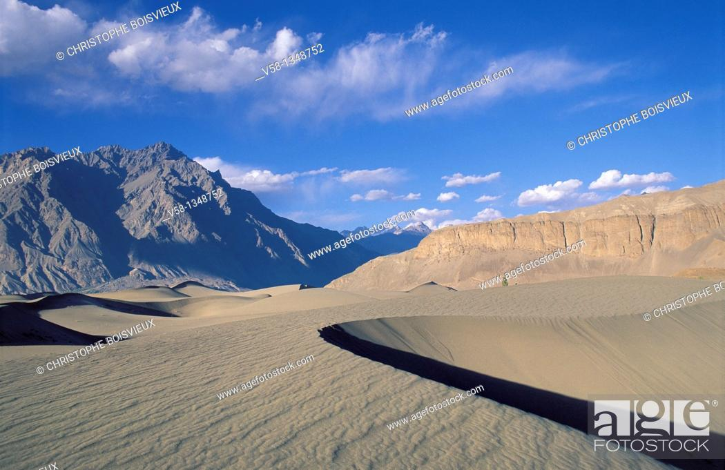 Stock Photo: Pakistan, Baltistan, Skardu region, Sand dunes.
