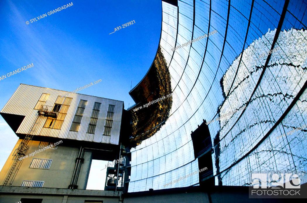 Imagen: Solar furnace. Odeillo. Pyrenees-Orientales, Languedoc Roussillon. France.