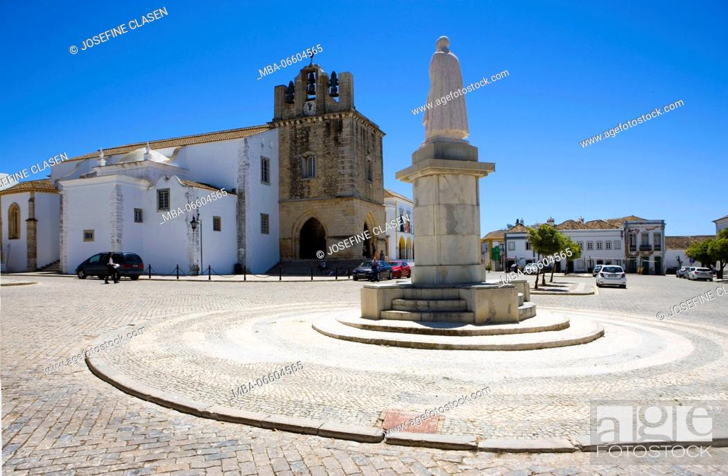 Stock Photo: Faro, Silves Cathedral / Sé Catedral de Silves, 13. Cent., churchyard, Largo da Sé, monument of the bishop Franzisco Gomes do Avelar, Cidate Velha, Old Town.