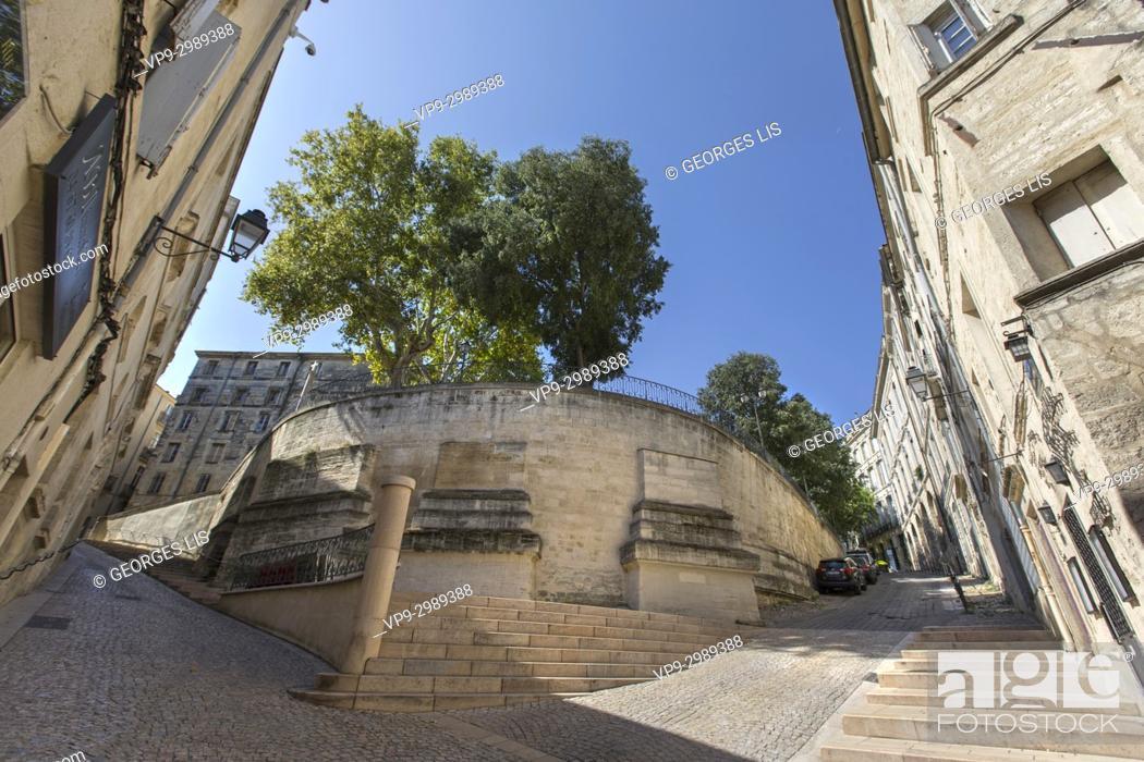 Imagen: Old houses in historic city center. Sainte Croix street Canourgue square. Montpellier.
