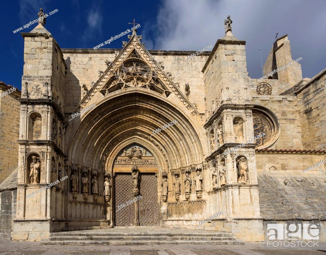 Imagen: Puerta de los Apostoles. Facade of Gothic church of Santa María la Mayor 13th-14th century. Morella. Els Ports. Castellón province. Valencia. Spain.