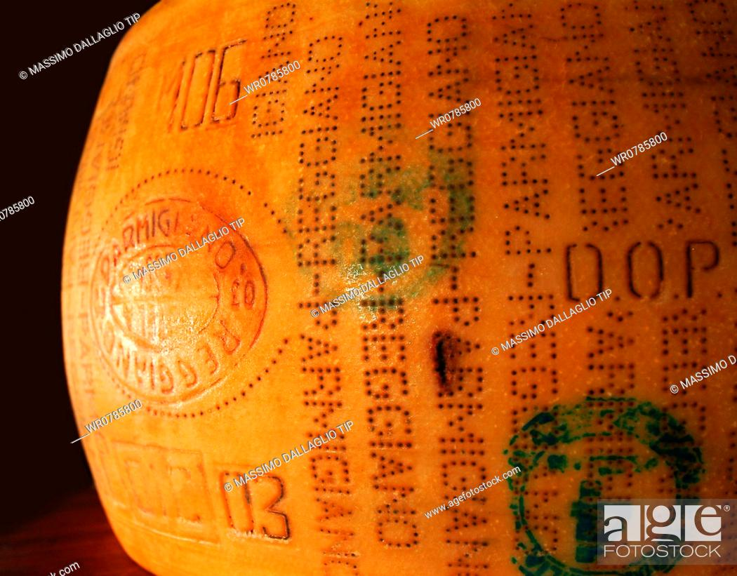 Imagen: Close-up of a parmesan cheese in the storage room.