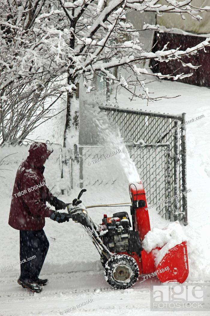 Stock Photo: Cananda, Quebec, Montreal, snow removal, snowstorm;.