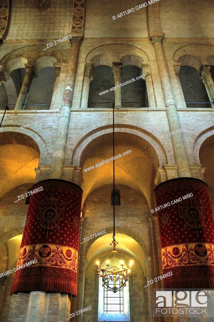 Stock Photo: The Romanesque Basilica of Saint-Sernin, XI-XIIth centuries, is a UNESCO World Heritage Site. The nave. Toulouse, Haute-Garonne department, Occitanie region.