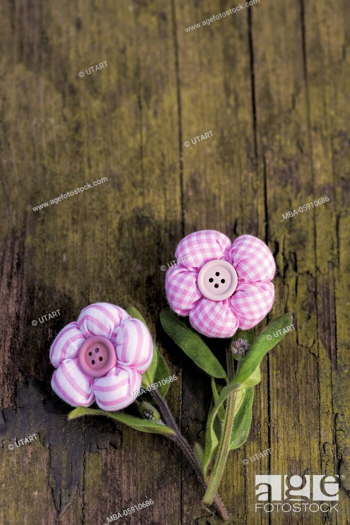 Stock Photo: Vintage, textil flowers, old wood, flower stalk, arrangement,.