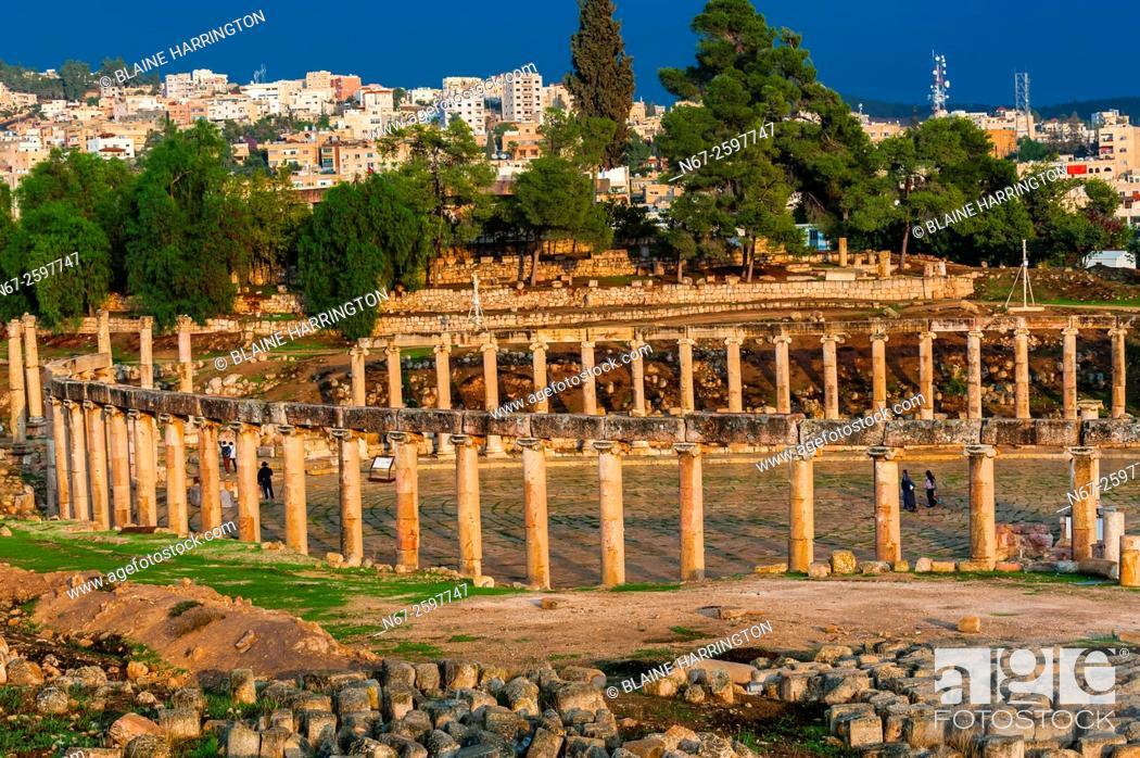 Stock Photo: Oval Plaza, Greco-Roman ruins, Jerash, Jordan.