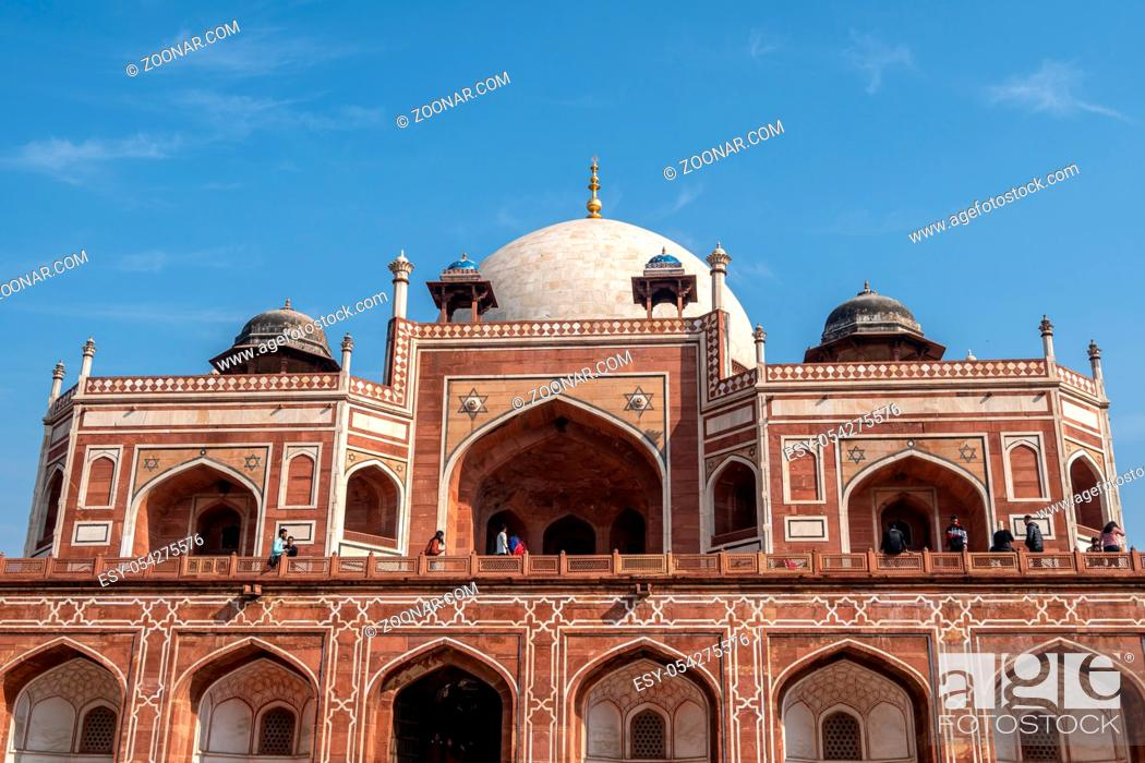 Imagen: humayun's tomb complex in new delhi, india taken during warm midday.