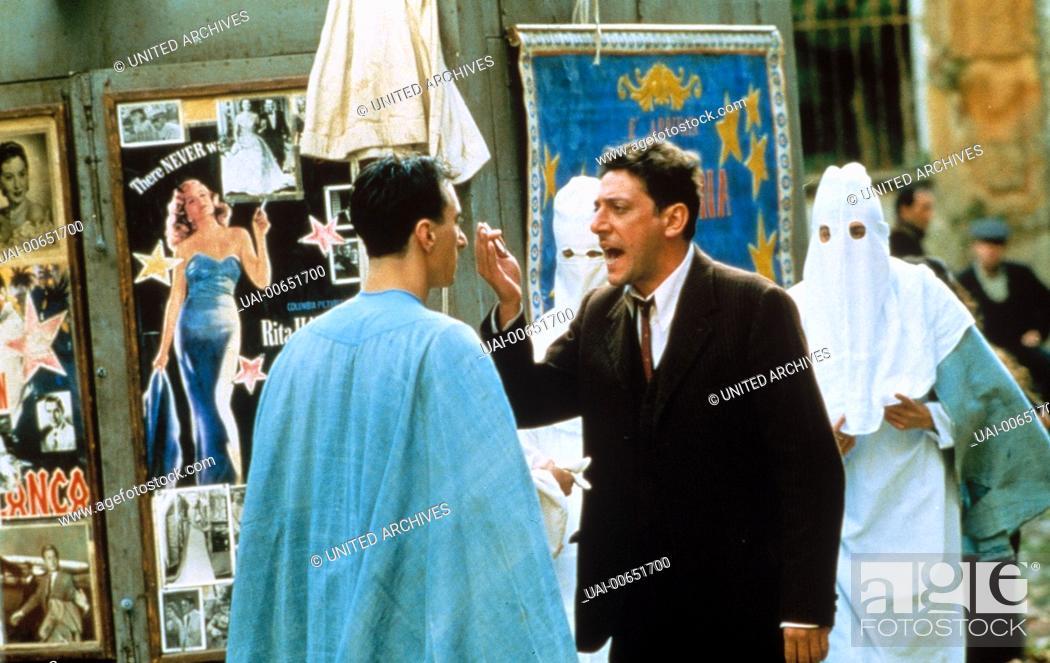 Imagen: DER MANN, DER DIE STERNE MACHT / L'uomo delle stelle Italien 1995 / Giuseppe Tornatore SERGIO CASTELLITTO (Mitte) im italienischen Spielfilm: 'L'uomo delle.