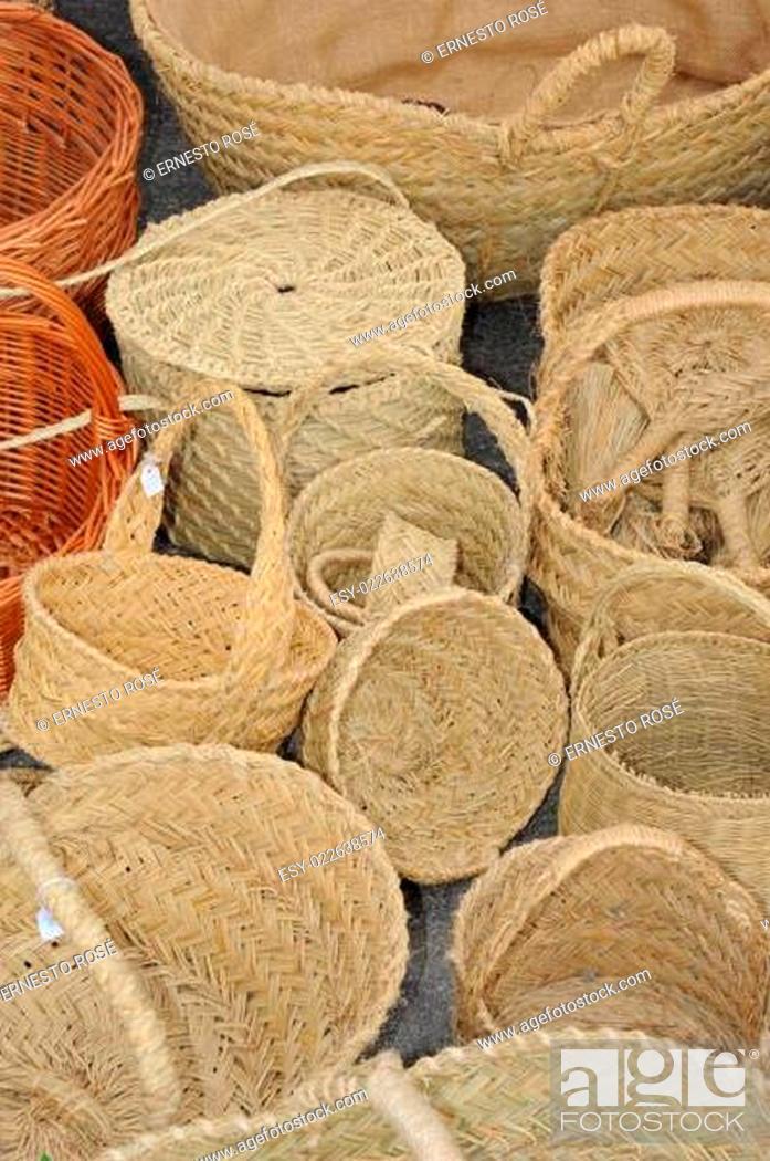 Stock Photo: SPANIEN, WOCHENMARKT, KÖRBE.