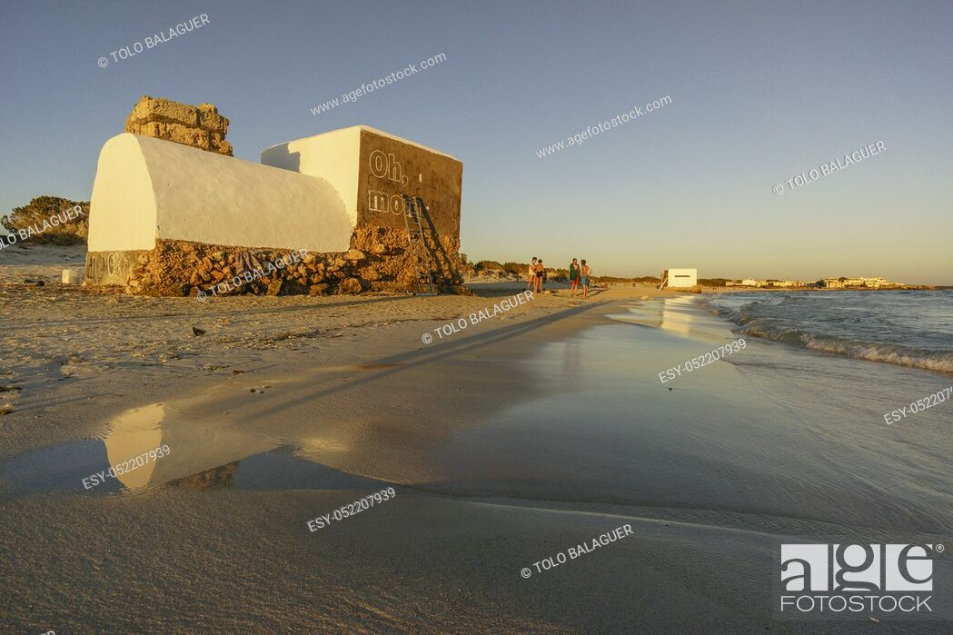 Imagen: intervencion de Boamistura, bunker de la guerra civil española, playa de la Rapita, Campos, islas baleares, spain.