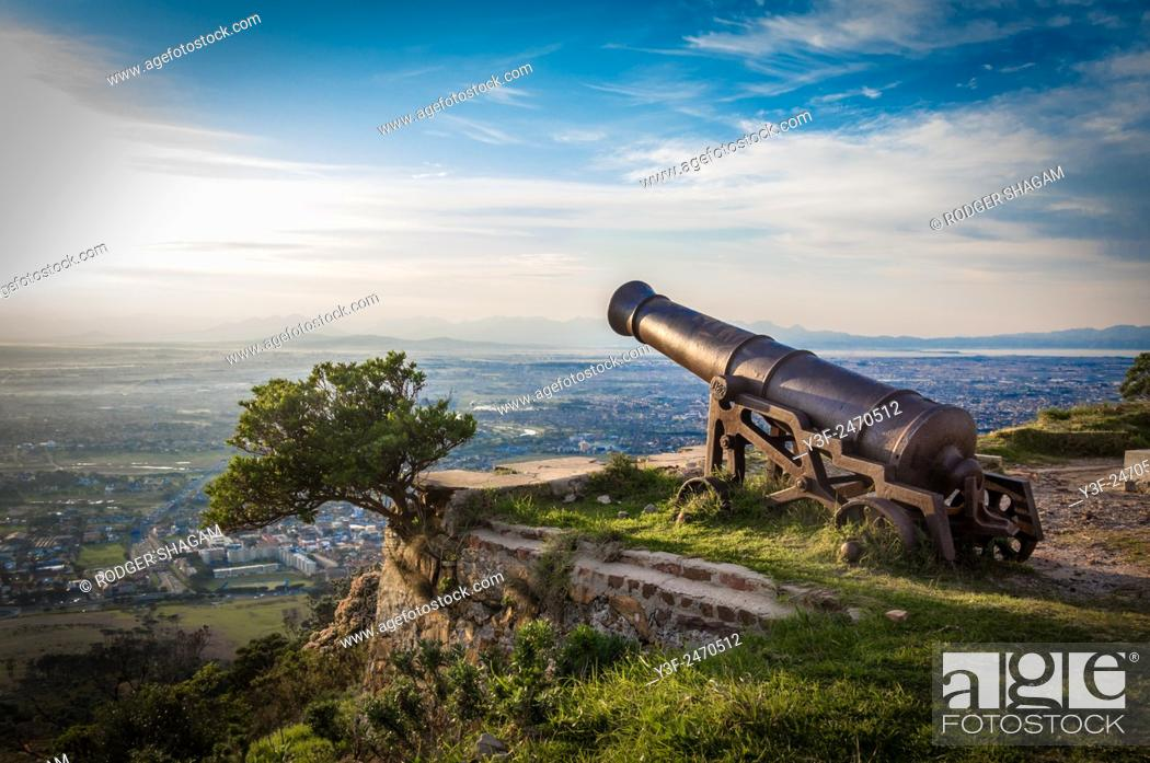 Stock Photo: Old, historical canons at the King's Battery, Devil's Peak, Cape Town, Outh frica.