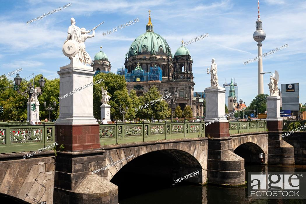 Imagen: Berlin, Germany, Europe - View of the Berlin Cathedral on the Museum Island with the Schlossbruecke bridge and the Television Tower at Alexanderplatz in the.