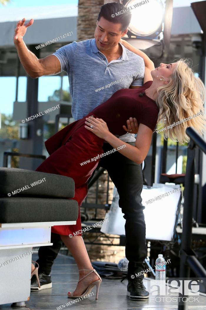 Photo de stock: Julianne Hough and Derek Hough seen at Universal Studios where they interviewed with Mario Lopez for the television show 'Extra' Featuring: Julianne Hough.
