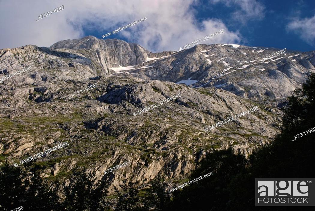 Stock Photo: Espigüete Peak  Fuentes Carrionas y Fuente Cobre-Montaña Palentina Natural Park. Palencia province, Castilla y Leon, Spain.