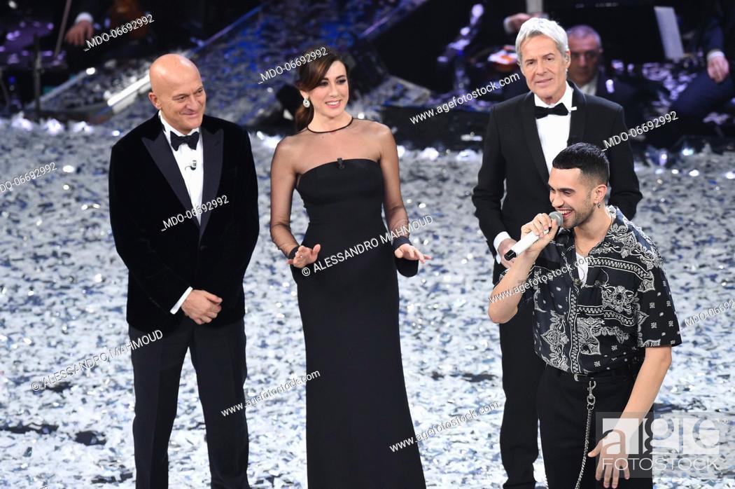 Imagen: Italian comedian and presenter Claudio Bisio, Italian comedian and presenter Virginia Raffaele, Italian singer and presenter Claudio Baglioni.