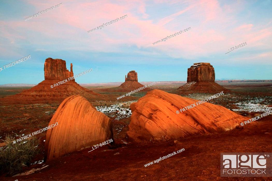 Stock Photo: Monument Valley, monolits, Mitten Buttes and Merrick's Butte, view from the Visitor Center, Utah, USA.