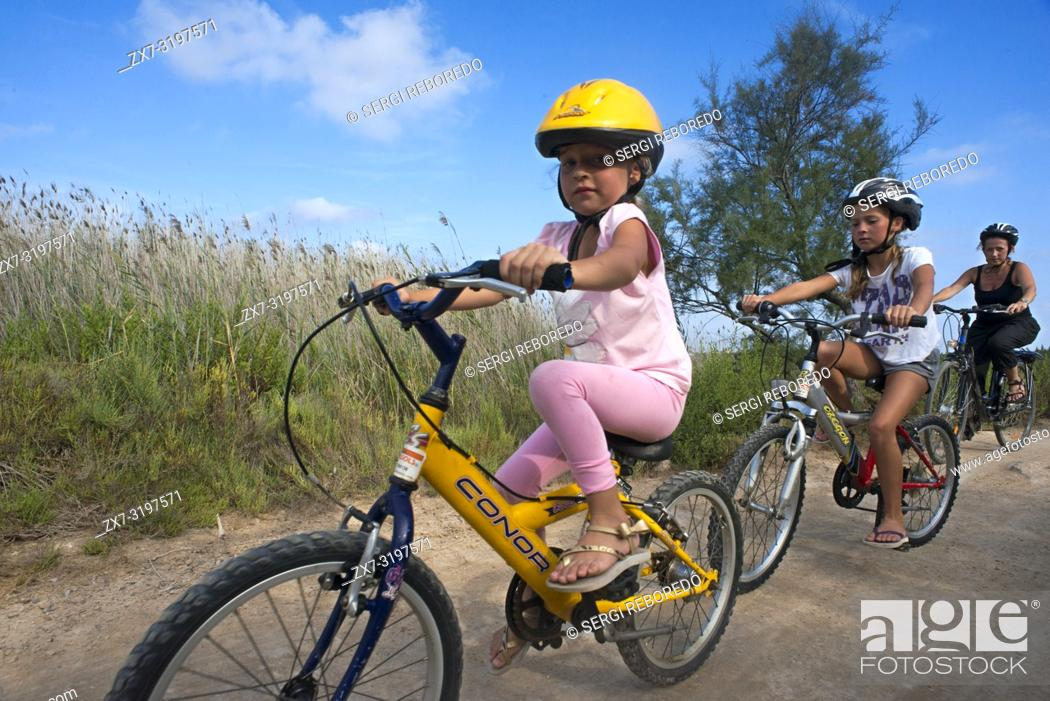 Photo de stock: Girls are riding in a bike. Pudent Lake. Formentera. Balearic Islands, Spain, Europe. Bicycle route.