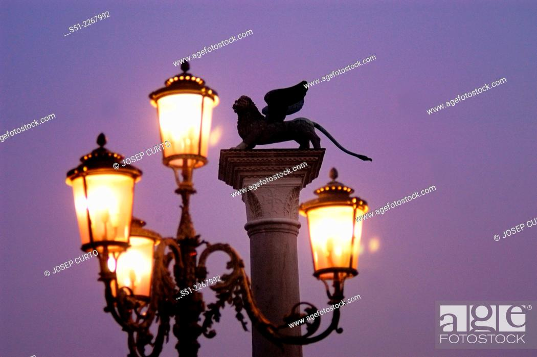 Photo de stock: Leon sculpture in the Piazzetta San Marco, Venice, Italy.