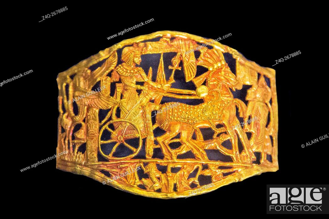 Stock Photo: Egypt, Cairo, Egyptian Museum, Tutankhamon jewellery, from his tomb in Luxor : This buckle in red gold shows the king on a chariot.