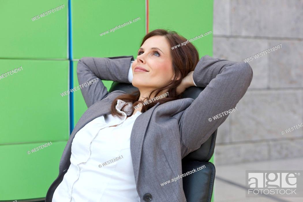 Stock Photo: Germany, Leipzig, Businesswoman with cubes, smiling.