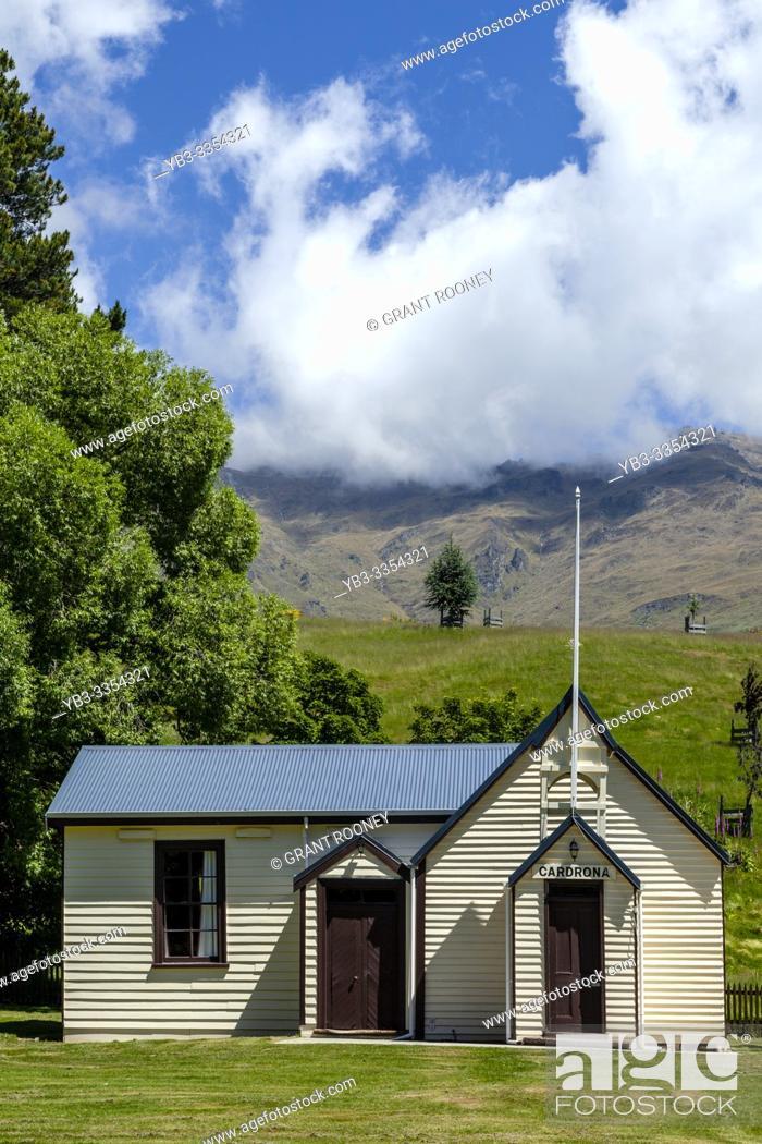 Imagen: The Historic Cardrona Hall In The Village of Cardrona, (near Wanaka), South Island, New Zealand.