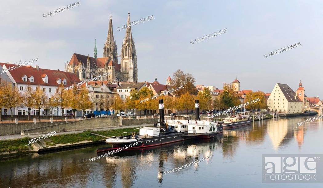 Imagen: Regensburg in Bavaria, the Old Town is listed as UNESCO World Heritage. The Danube Shipping Museum, the old town in the background.