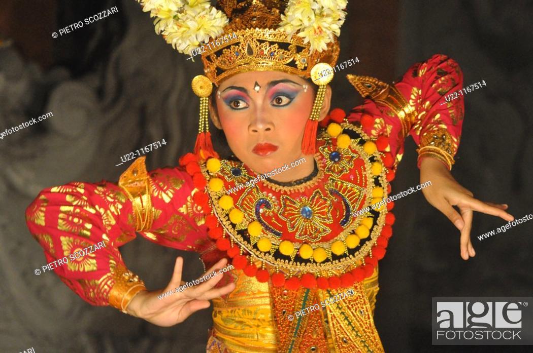 Stock Photo: Ubud (Bali, Indonesia): a traditional Balinese dancer.