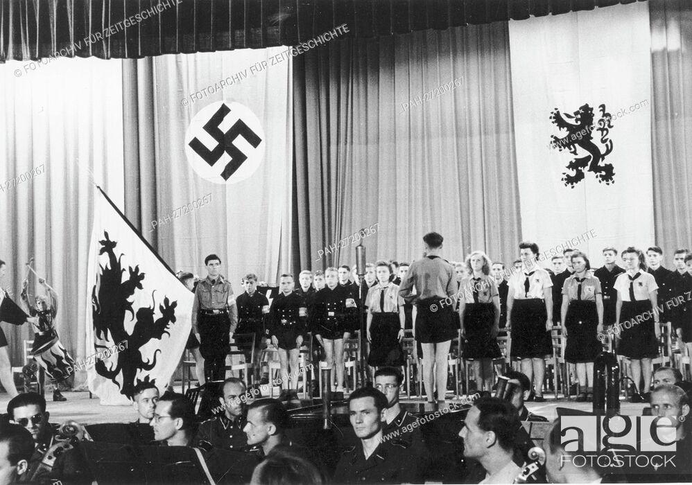German girls nazi youth ready