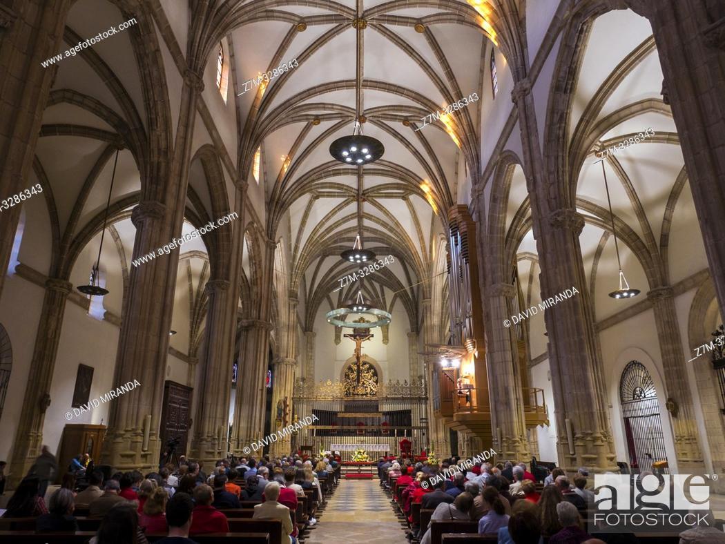 Stock Photo: Catedral de Alcalá de Henares al atardecer. Madrid. España.