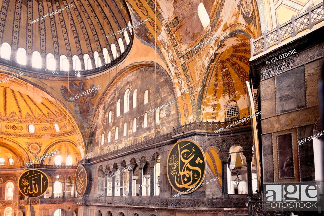Imagen: ISTANBUL,TURKEY- MARCH 11: The Hagia Sophia (The Church of the Holy Wisdom or Ayasofya in Turkish) spectacular Byzantine landmark and world wonder in Istanbul.