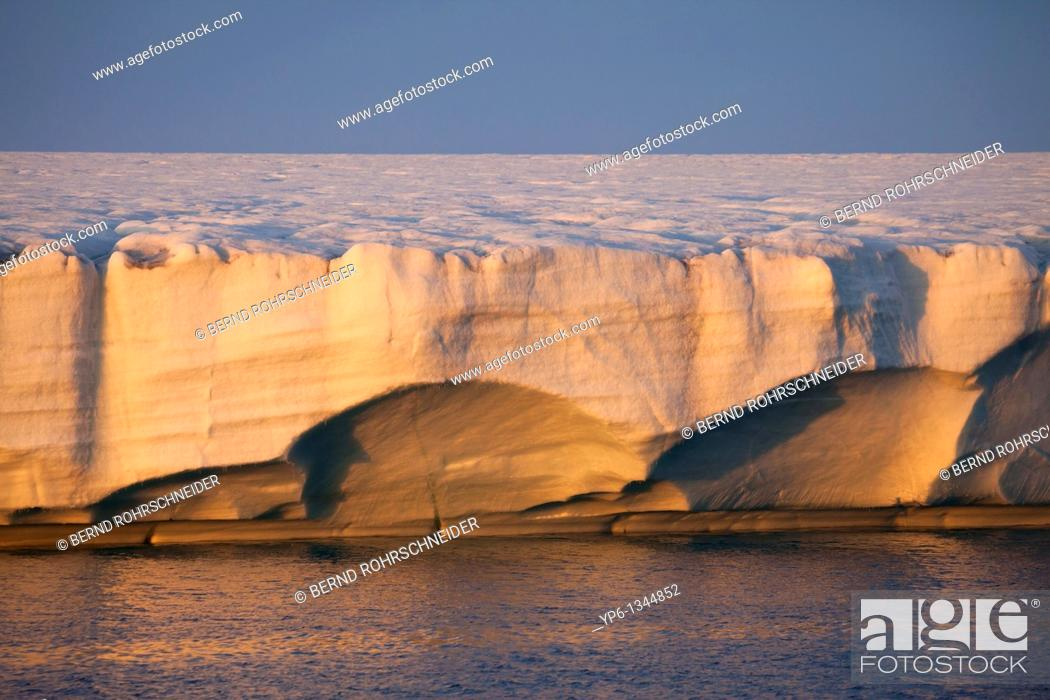 Photo de stock: glacier Brasvellbreen in sunset light, Nordaustlandet, Svalbard.