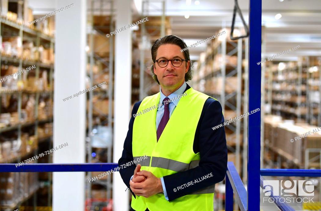 Stock Photo: 16 April 2020, Brandenburg, Großbeeren: Andreas Scheuer (CSU), Federal Minister of Transport and Digital Infrastructure, visits the logistics service provider.