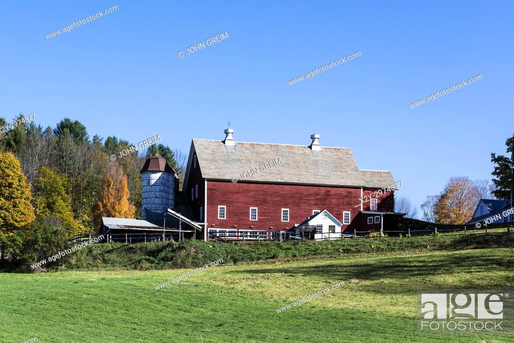 Stock Photo: Colorful autumn farm, Woodstock, Vermont, USA.