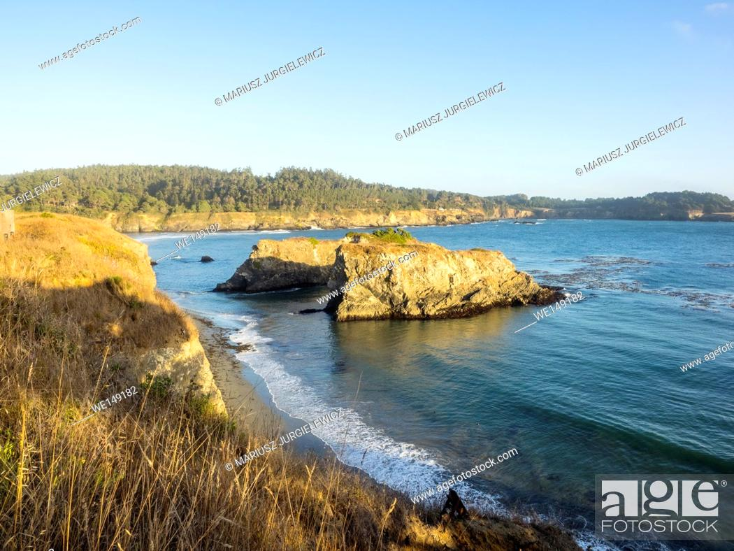 Imagen: Mendocino Headlands State Park is a California State Park in Mendocino, California. It consists of undeveloped seaside bluffs and islets surrounding the town of.