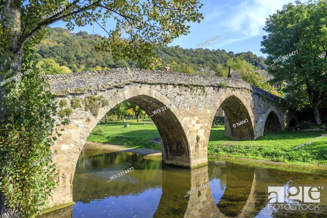 Stock Photo: France, Aveyron, Belcastel, labelled Les Plus Beaux Villages de France (The Most Beautiful Villages of France), the old stony bridge(the Vieux Pont) dated 15th.